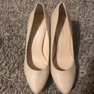Brand new taupe Pump